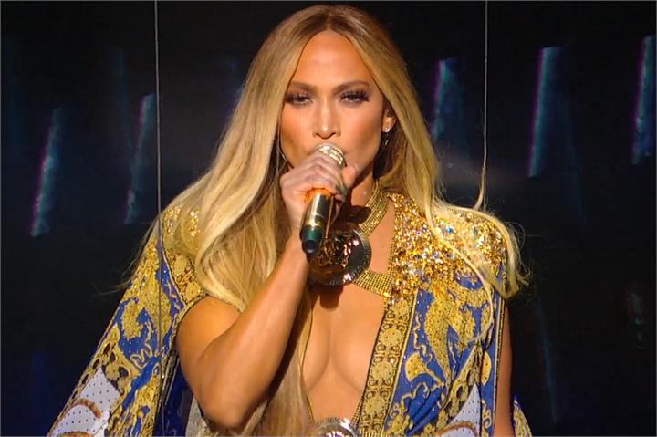 Jennifer Lopez senza trucco risponde alle critiche: